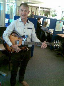 finn-og-guitar